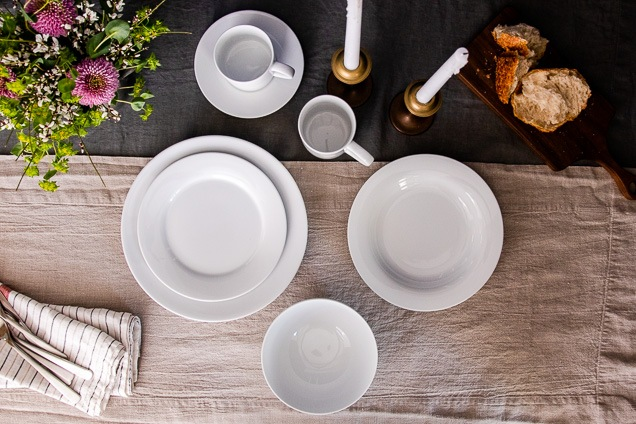 A peak down look at the kennel and Receptacle Aspen Dinnerware you sit on an ornamented postpone.