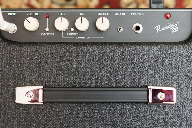 A up close from top of the Fender grumble 25 guitar amp.