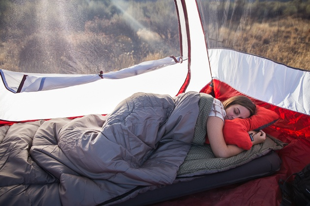 A female going to bed in an outdoor tent utilizing our very own selection for the very best motor vehicle going camping slumbering bag.