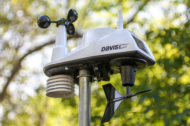 A close up our raise select for the best base sail base, the Davis tools position Vue wi-fi.